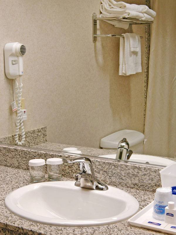 Howard Johnson SFO Hotel Bath Room