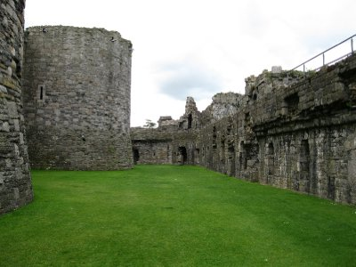 Beaumaris Castel bailey