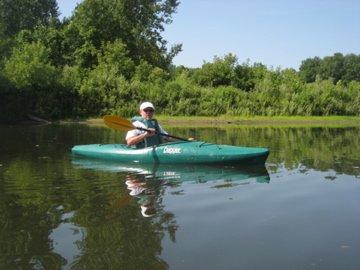 Don paddling