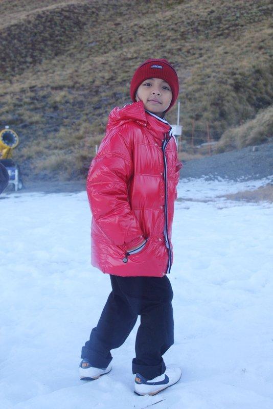 large_nz__2471__..in_snow.jpg