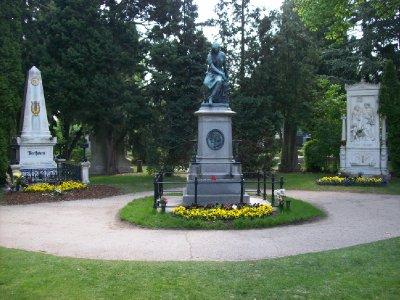 Zentralfriedhof celebs: Beethoven, Mozart, Schubert