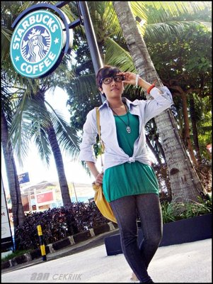 Pose in Starbuck