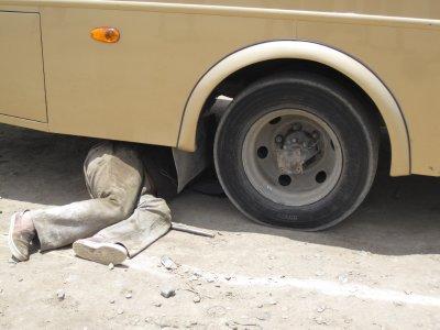 Fixing_the_flat_tyre.jpg