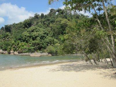 Praia_do_J.._Paraty.jpg