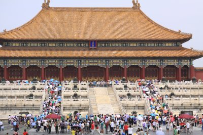 Crowds flock to the Hall of Supreme Harmony