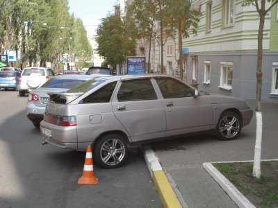 Kiev drivers might find the parking signs in Riga useful!