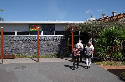 Arriving at the Breakfast Creek Hotel for lunch