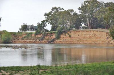 Nearby home with a commanding view of the Murray River