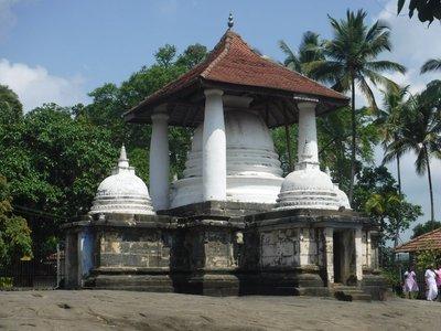 Gadaladeniya Temple outside Kandy