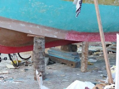 Interesting way to support boat in dry dock