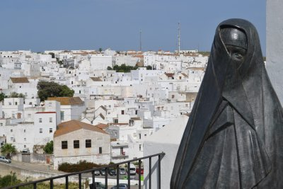 Vejer de la frontera - statue of traditional dress