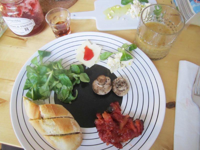 Rum-brunch plate