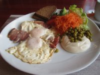 Eggs and bacon in Lithuanian