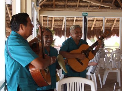 Mariachi musik on playa Punta Morena