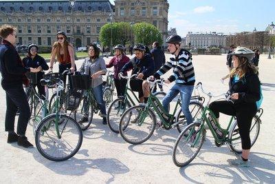 Biking Paris