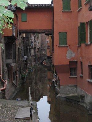 bologna_canal.jpg