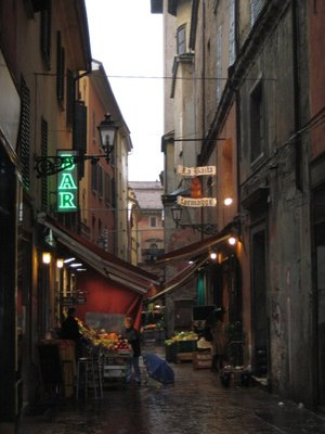 bologna_market_street.jpg