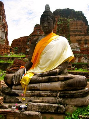 A seated Buddha image at Wat Mahathat