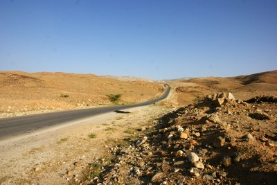 Road from Pella through the mountainous desert to Madaba
