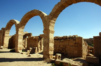 The amazing construction of a self-supporting arches in Umm Al-Rassas