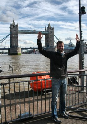 Martin imite Tower Bridge...