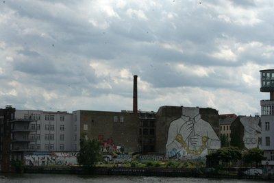 Graffiti vu du Warschauer Brücke