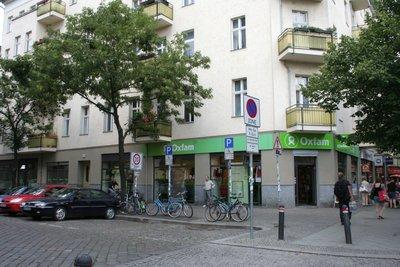 Oxfam shop dans Prenzlauer berg, Schonhauer Allee 118a. On y trouve divers articles seconde main, mais aussi une très belle variété d'aliments équitables