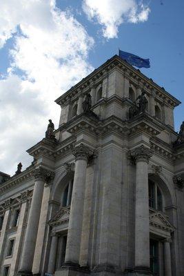 Bureau du Québec à Berlin, le drapeau du Québec se cache malheureusement de l'autre côté...