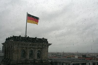Vue depuis la coupole du Reichstag. En extra : la pluie perlant le longue de la paroi de celle-ci.