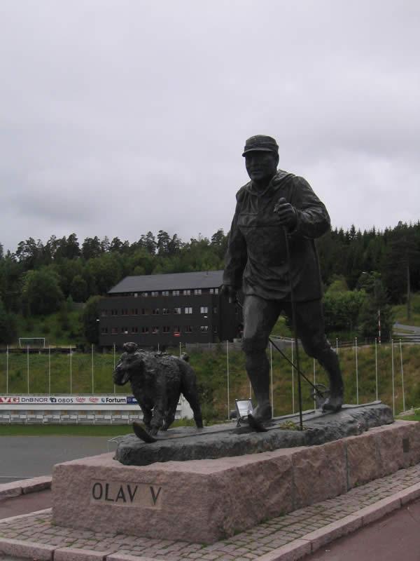 Olav V statue