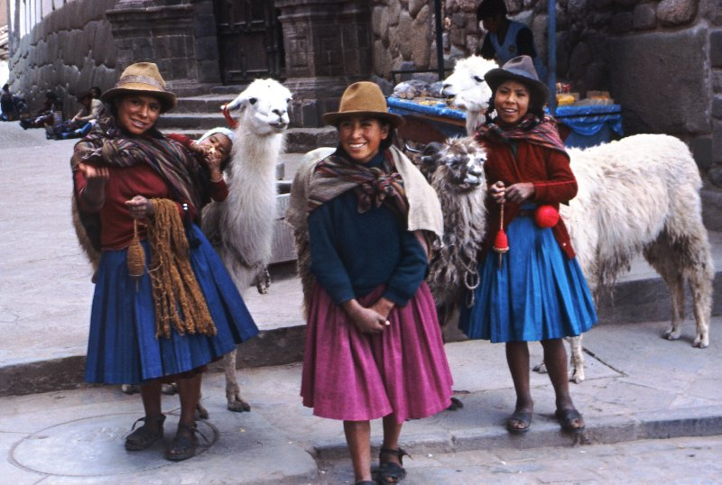 Girls and alpacas in Cuzco