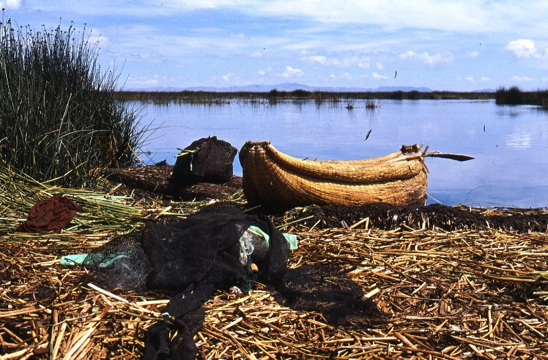 Reed boat and fishing net on Los Uros