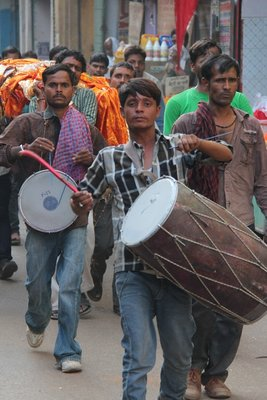 Funeral procession, Varanasi style