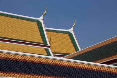 Wat roof lines