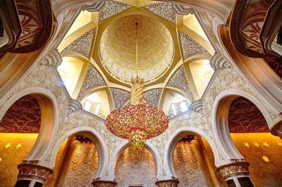 Inside Sheikh Zayed grand mosque 2