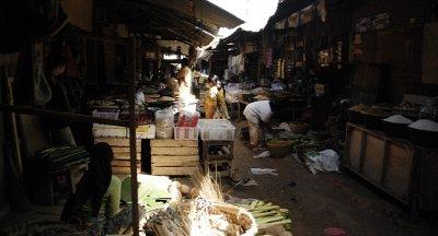 maze of sellers - lombok