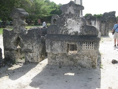 2-21.36a Kaole ruins tombs