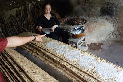 3-23r.5 Making Rice paper