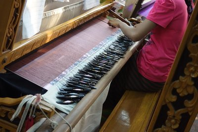 3-9.42c Amurapura workshop silk weaving