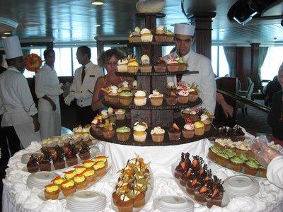 4-22 (1) Cupcake Tea Time on ship