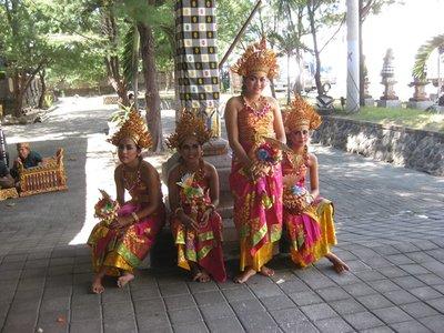 4-26.3 Bali dancers at port