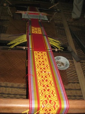 4-23 (41) Iban weaving