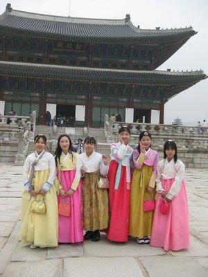 4-9.52 Girls dress up, Seoul