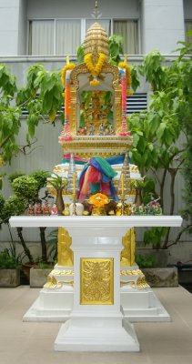 thailand-international-tours-thai-spirit-houses_01