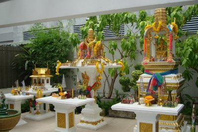 thailand-international-tours-thai-spirit-houses_02