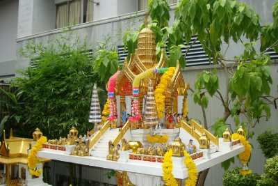 thailand-international-tours-thai-spirit-houses_03