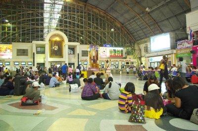 Bangkok's Hualamphong station concourse