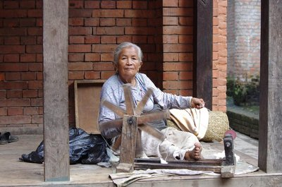 Woman spinning cotton in Bhaktapur