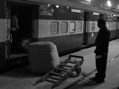 Loading the luggage car at NJP