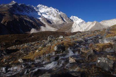 The approach to the Larke Pass on the Manaslu Circuit
